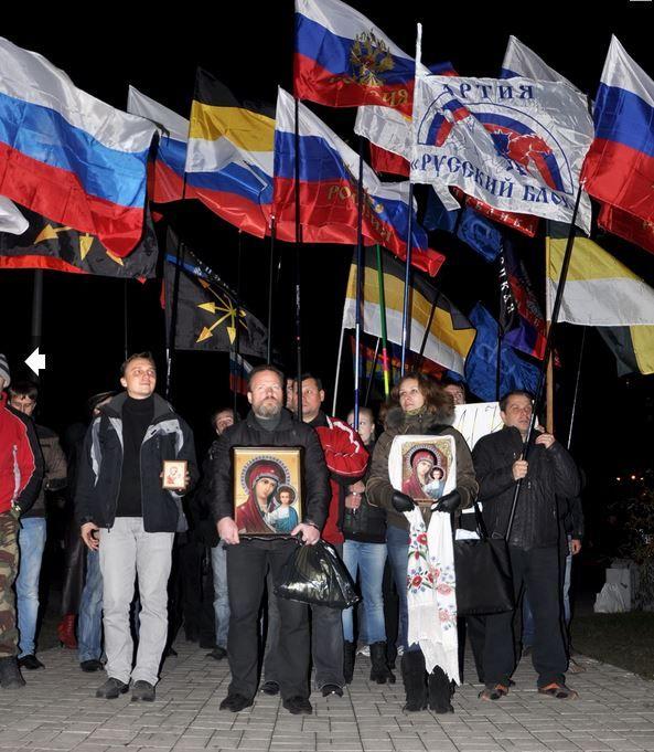 Одни в Донецке маршируют, другие - еле сводят концы с концами