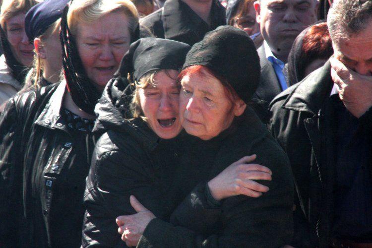 Похороны жертвы теракта в Москве на станции метро