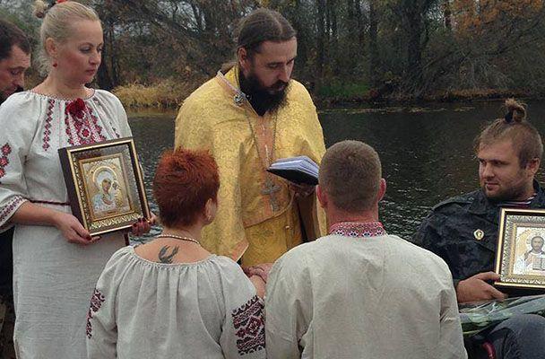 Капеллан Макарий венчает
