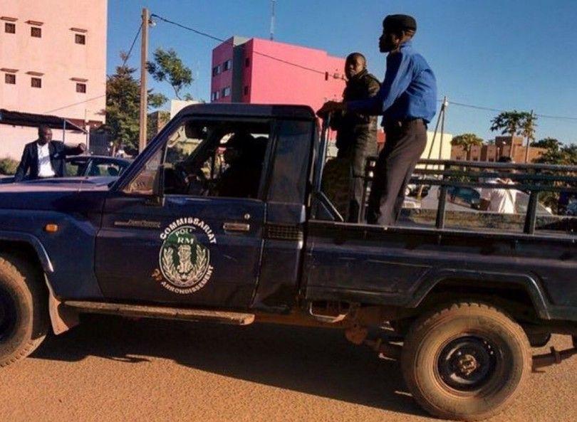 В захваченном отеле в Мали остаются в заложниках более 130 человек