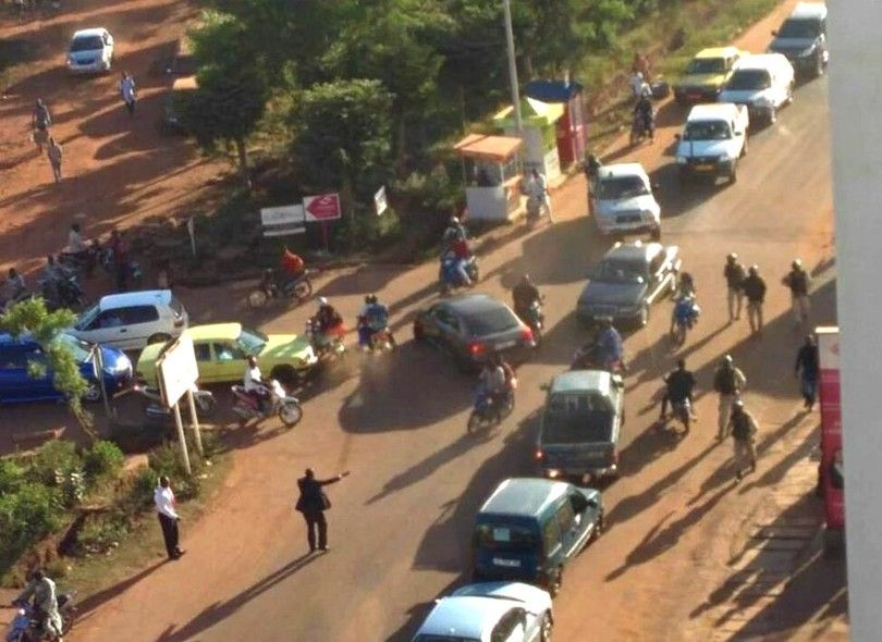 Подробности захвата отеля в Мали: освобождены 80 заложников, опубликованы фото и видео с места события
