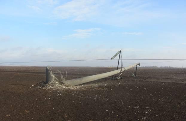 Взорванная электроопора в Херсонской области