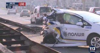 В Киеве пьяный лихач протаранил авто полицейских