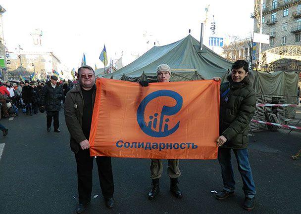 Дадин (в центре) с майдановцами на Крещатике в Киеве