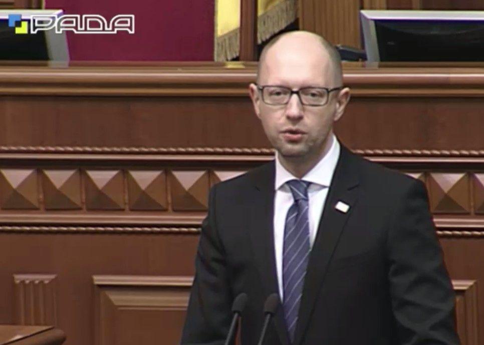 Яценюк выступает в Раде.