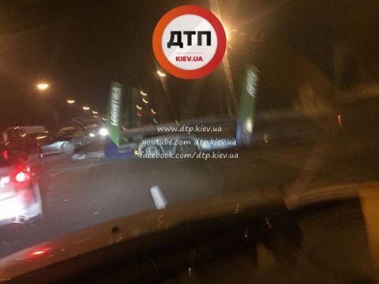 Под Киевом в ДТП столкнулись 7 автомобилей