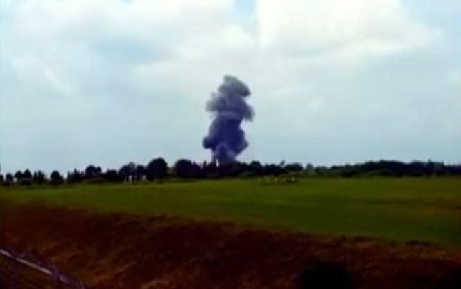 В Индонезии во время авиашоу разбился военный самолет