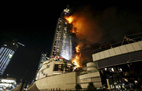 В Дубае в отеле-небоскребе вспыхнул мощный пожар