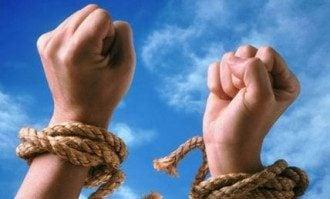 """Петиция о запрете в Украине """"зарплатного рабства"""" направлена Порошенко"""