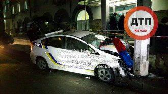 В Киеве грабители протаранили авто полицейских