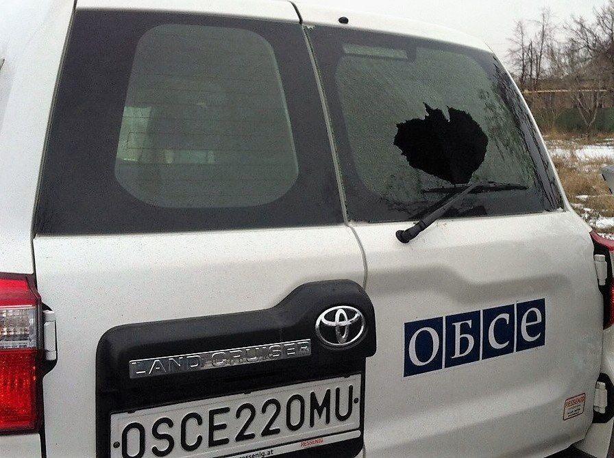 Автомобиль ОБСЕ попал под обстрел боевиков