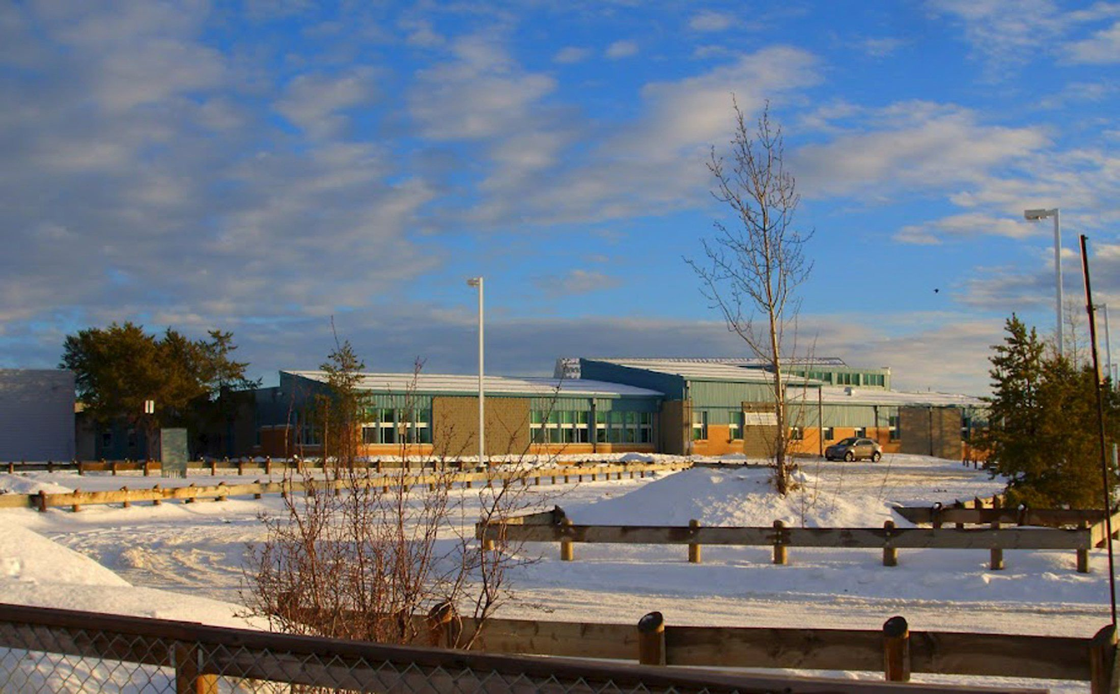 Школа в поселке Ла-Лош