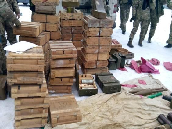 Под Курахово в схроне нашли 47 ящиков с патронами