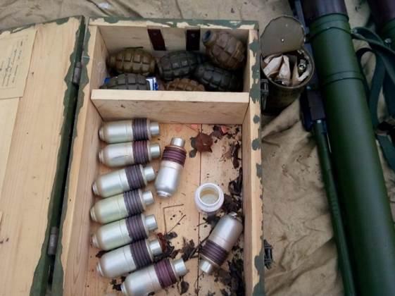 Крупный улов: под Курахово в схроне нашли 47 ящиков с патронами, опубликованы фото