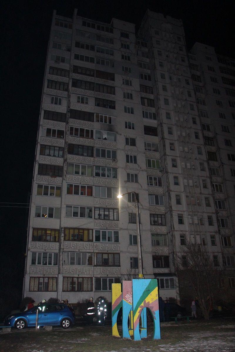 В Киеве во время тушения многоэтажки погиб пожарный