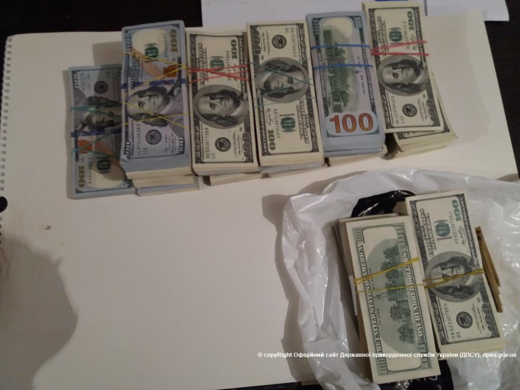 Пограничники обнаружили валюту в автомобиле