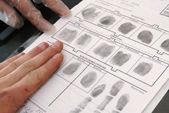 Снятие отпечатков пальцев, иллюстрация