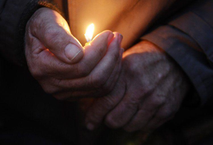 Половине оккупированного донбасса придется сидеть при свечах