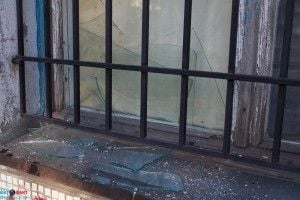 Взрывной волной выбило окна в доме на соседней улице.