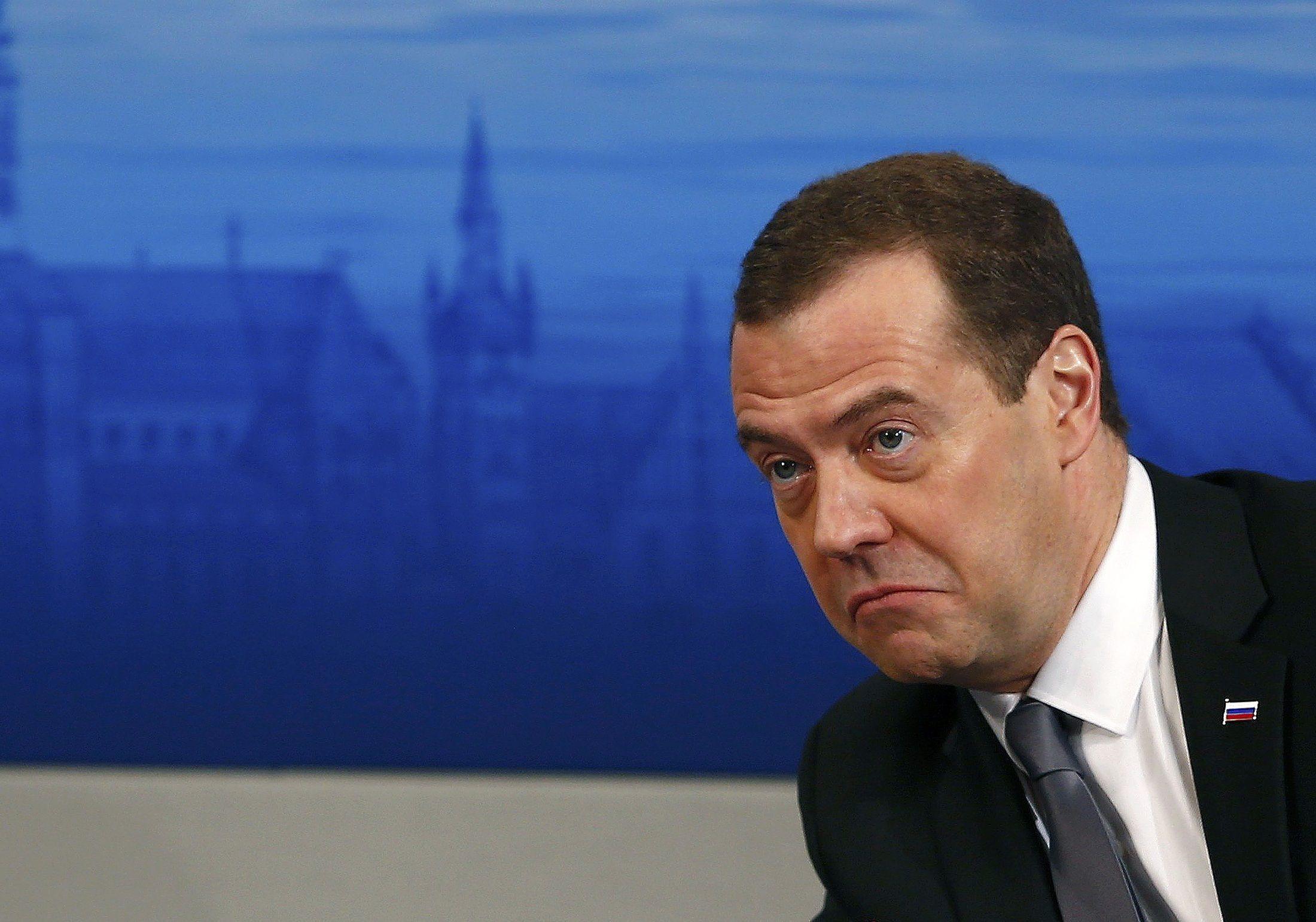 """Медведев хочет и дальше защищать """"соотечественников"""""""