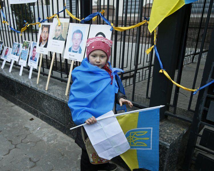 беженцы, переселенцы, флаг Украины, ребенок