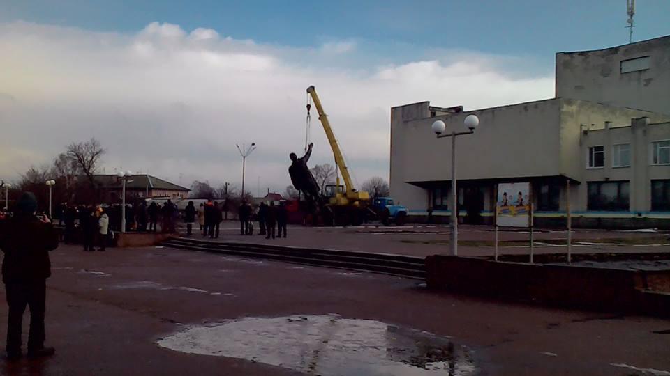 На Черниговщине снесли памятник Ленину