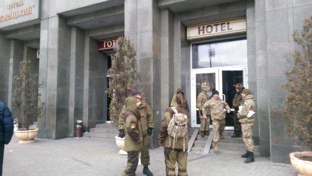 Радикалы покинули отель