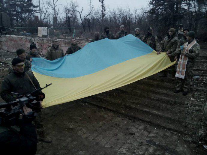 Украинские бойцы в освобожденном Широкино
