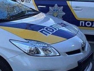 Во Львове полицейское авто на пешеходном переходе наехало на мужчину, пострадавший попал в больницу