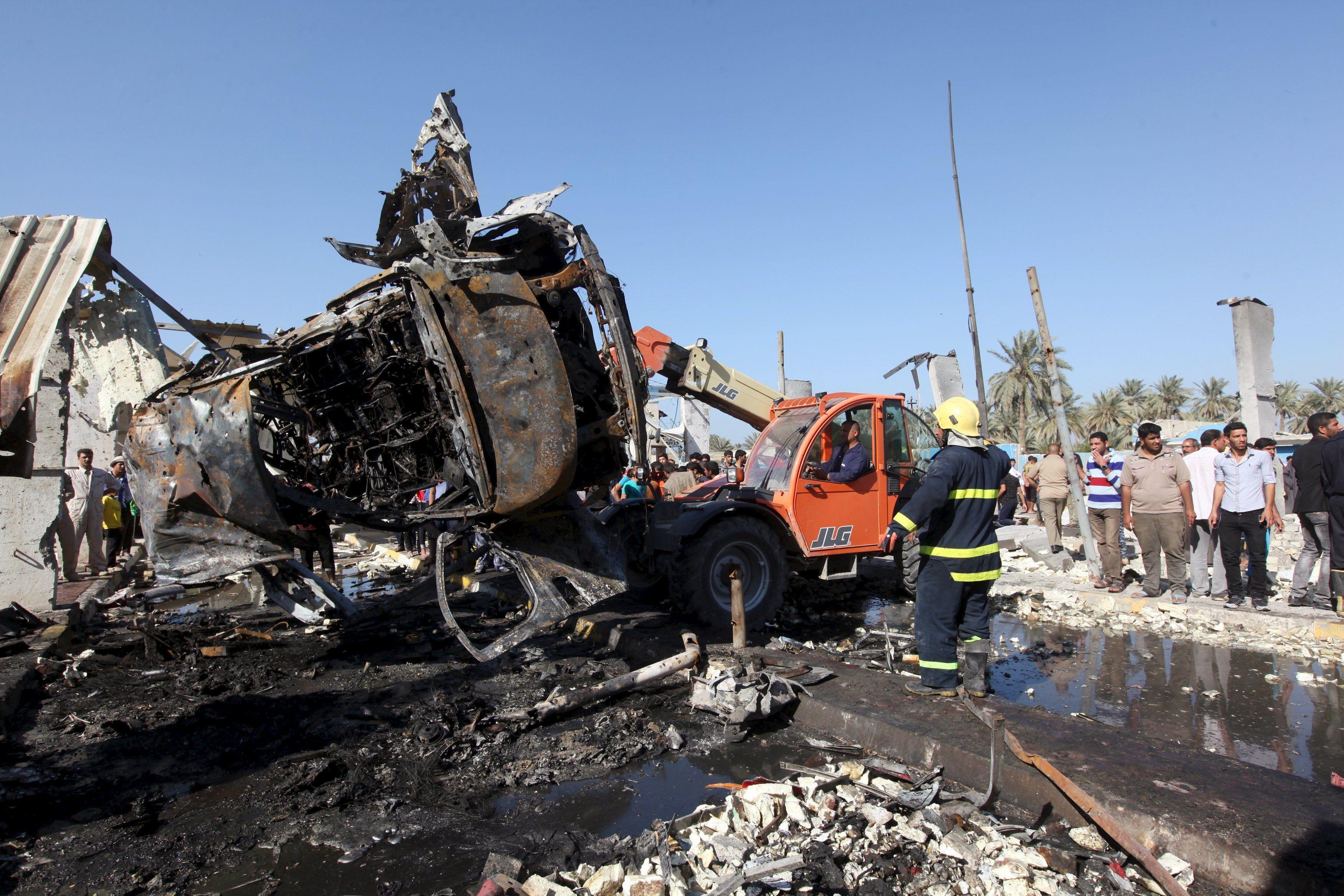 В Ираке смертник взорвал бензовоз возле КПП