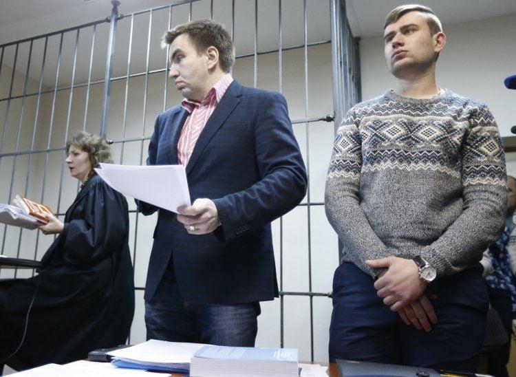 Ростислав Храпачевский (справа) с адвокатом
