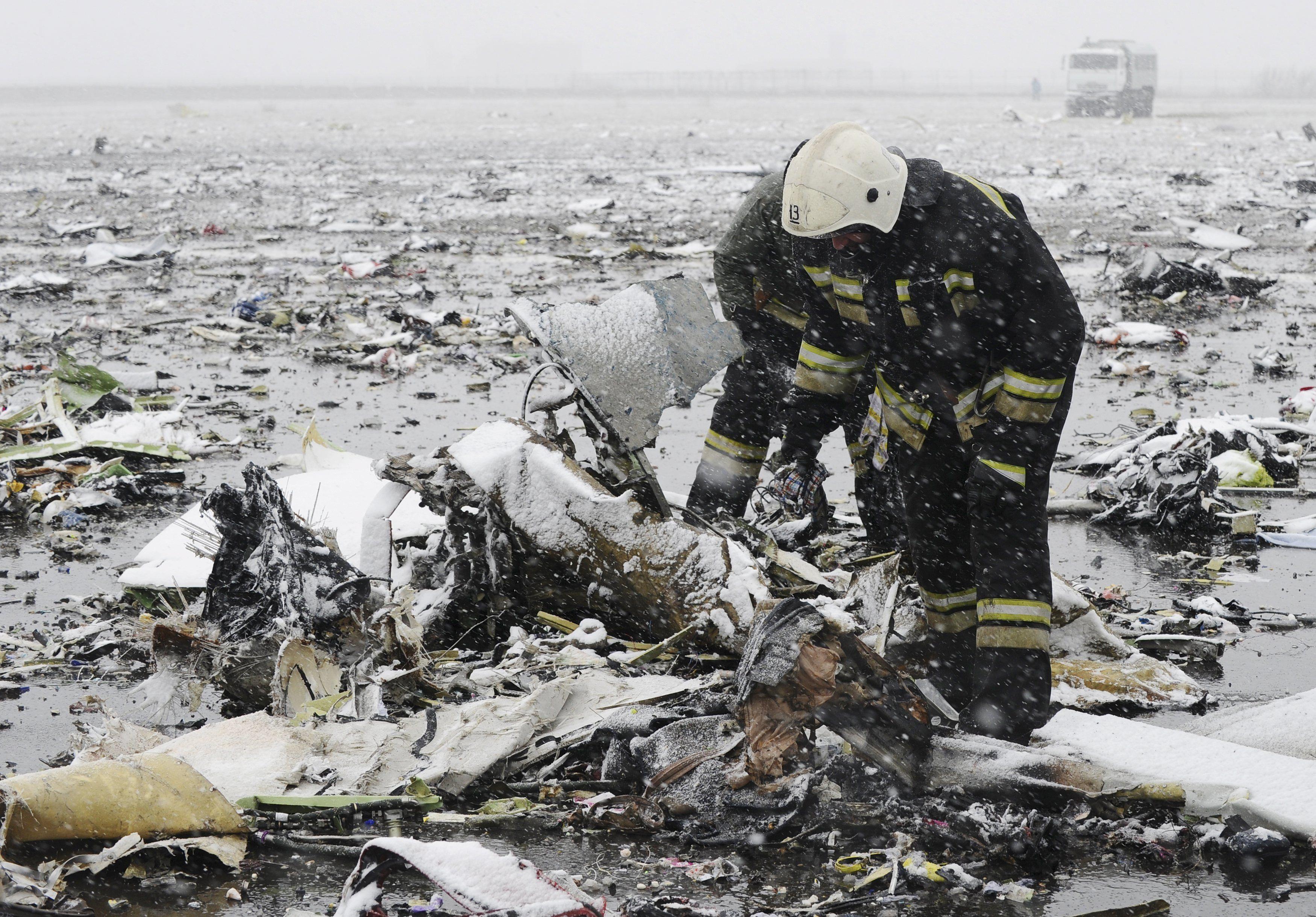 Обломки потерпевшего крушение пассажирского самолета, иллюстрация