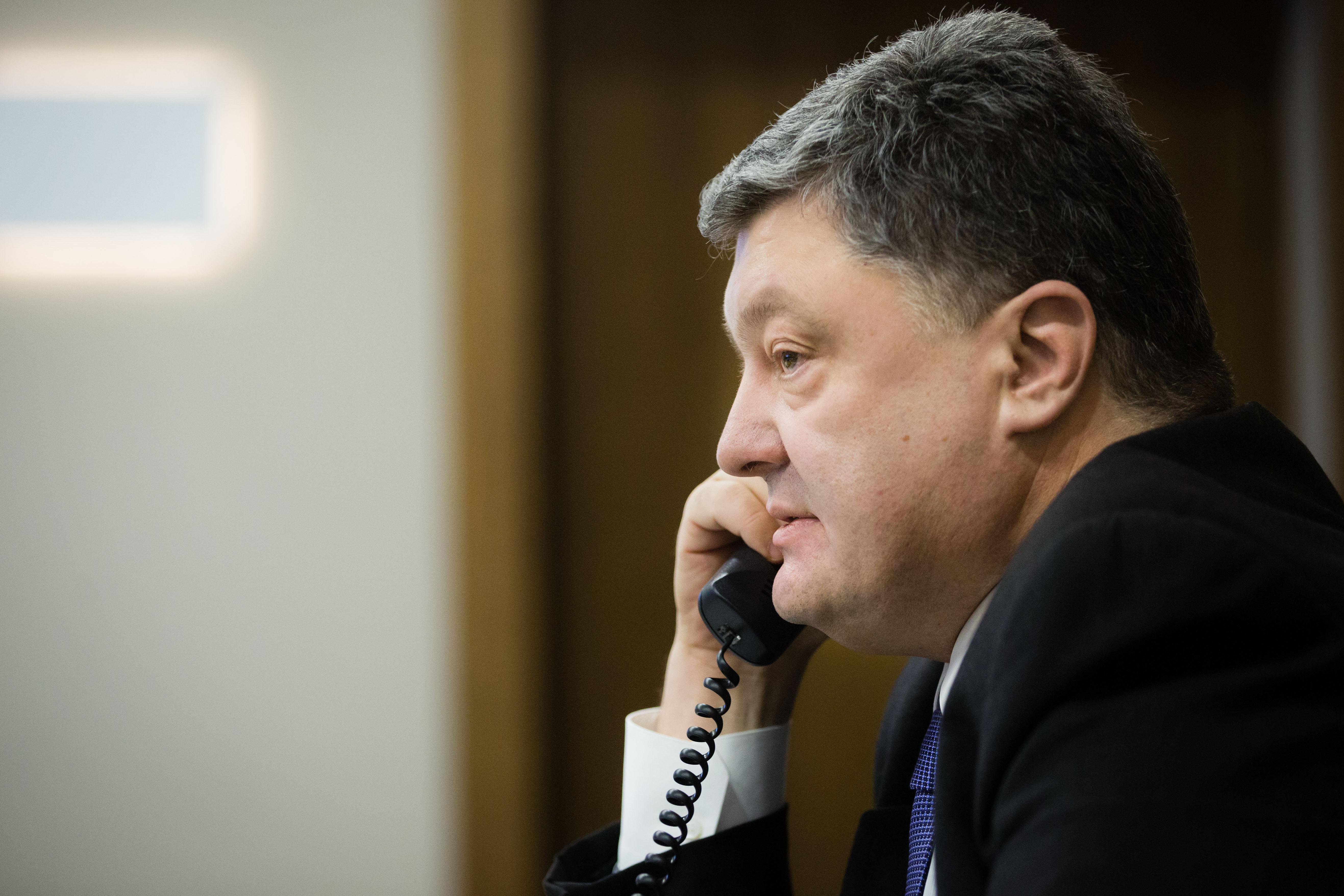 Петр Порошенко бросил трубку, написал пранкер