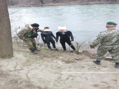 На Закарпатье выловили контрабандистов-ныряльщиков