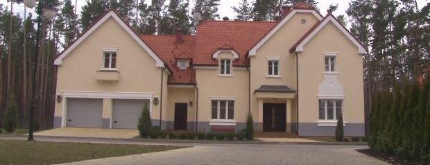 А этот дом принадлежит руководителю Управления госохраны Валерию Гелетею