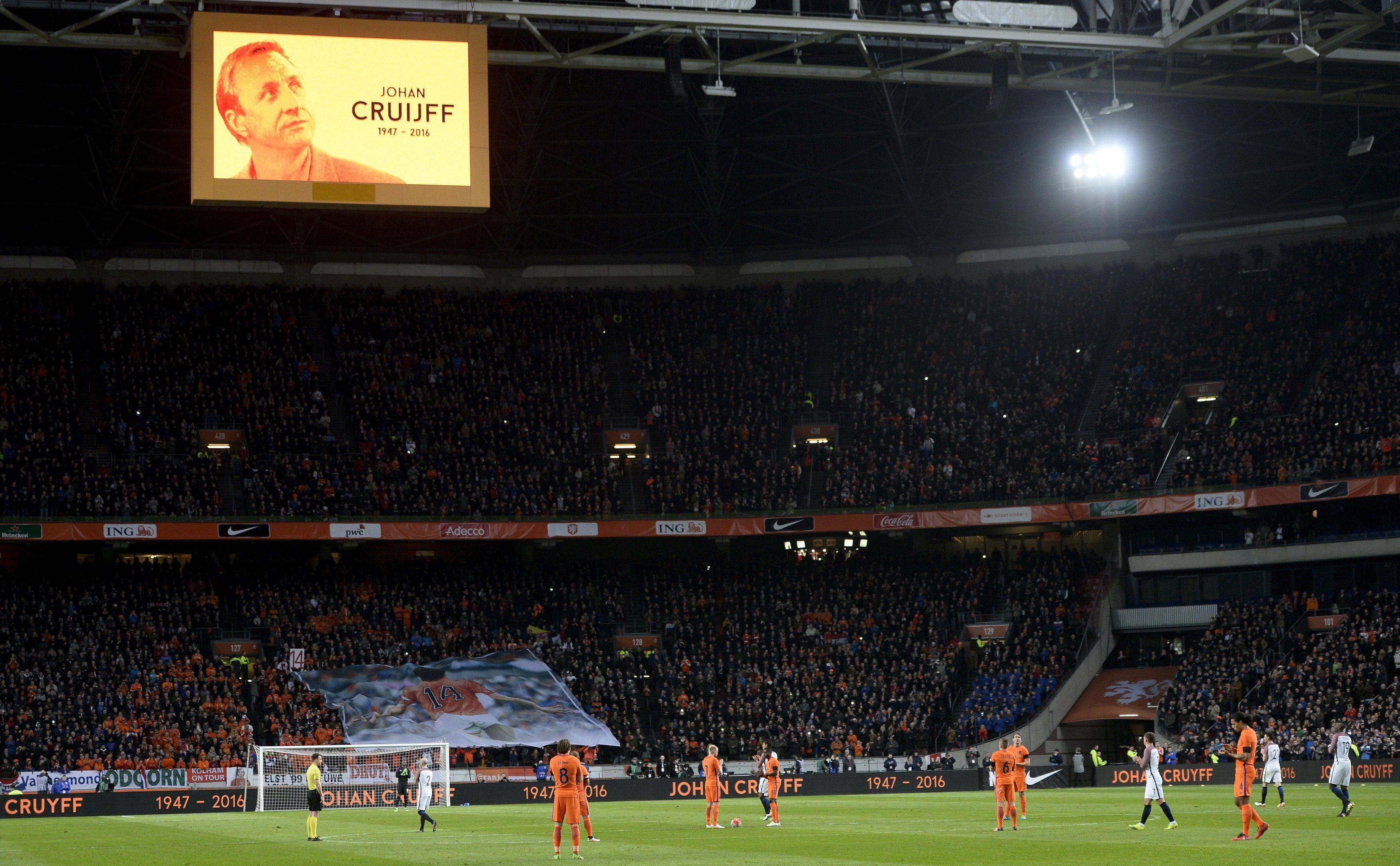 Минута молчания на матче Нидерланды - Франция