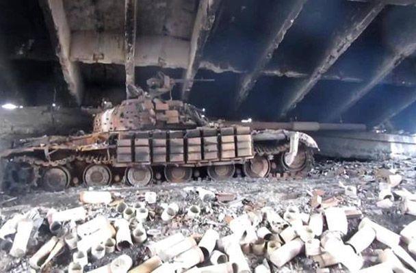 Подбитый танк на Путиловской развязке