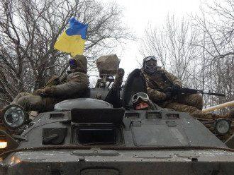 Украинские военные помогают жителям Катериновки, отметили в штабе АТО