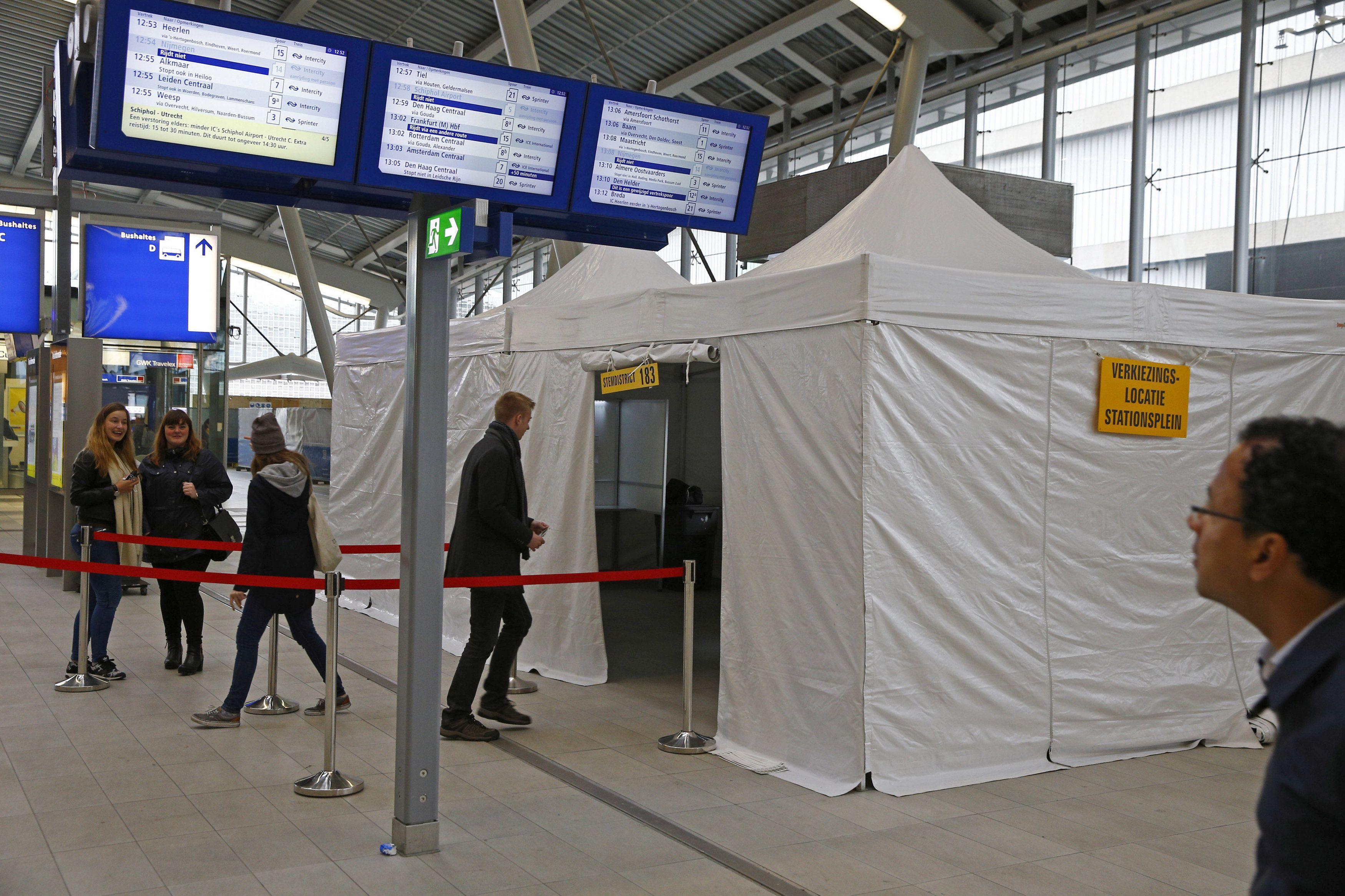 Голосование на референдуме в Нидерландах.