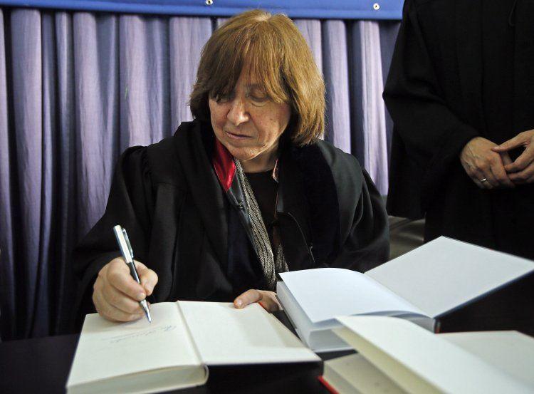 Автограф-сессия Светланы Алексиевич