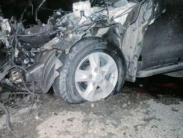 Поврежденное авто, иллюстрация