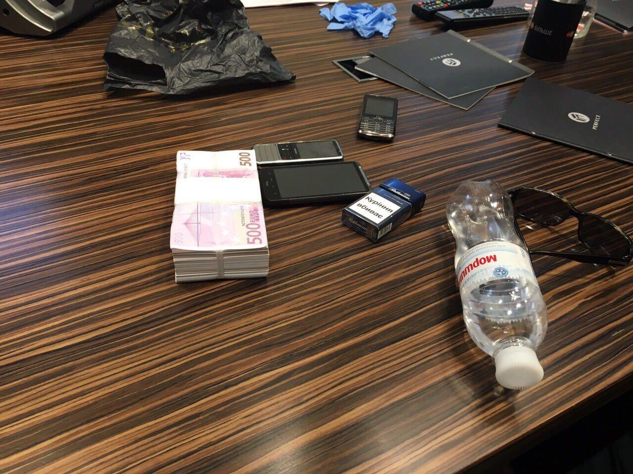 В Киевской области на взятке в 300 тысяч долларов попался мэр города, опубликованы фото
