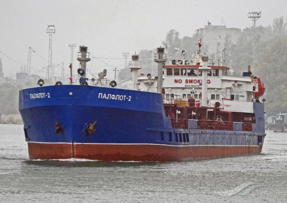 В Каспийском море горит российский танкер
