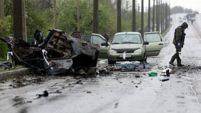 Взорванные машины на КПП в Еленовке