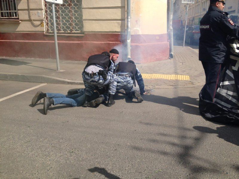 В Москве посольство Украины забросали файерами
