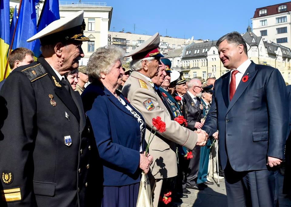 День победы над нацизмом: Порошенко объяснил, что остановило врага за два года войны в Украине