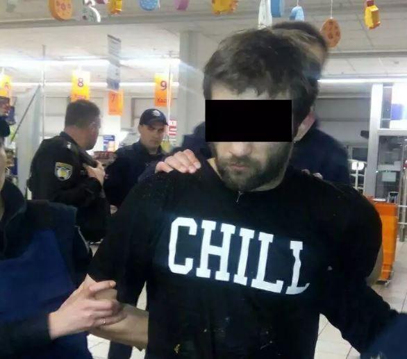 В Киеве подозреваемый открыл огонь по полицейским