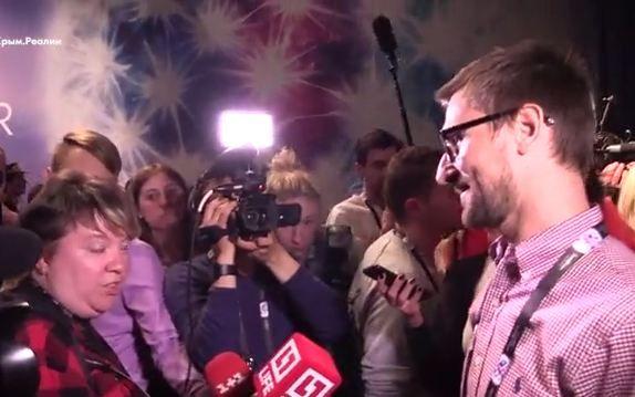 Денис Козловский разговаривает с