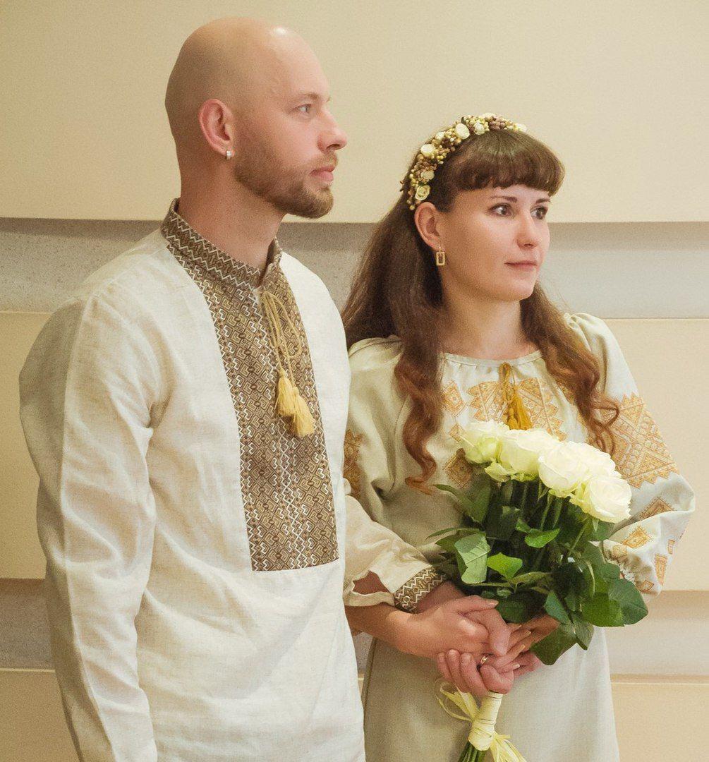 Александр и Анна Круш в свадебных вышиванках