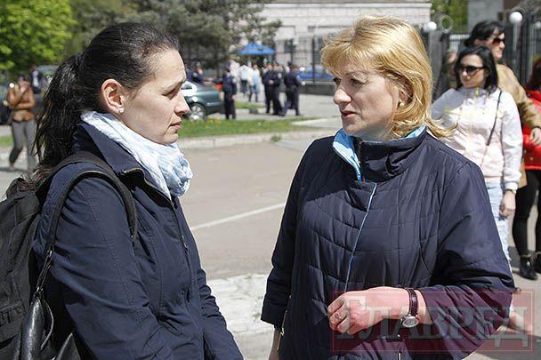 Татьяна Катриченко разговаривает с Еленой Жемчуговой